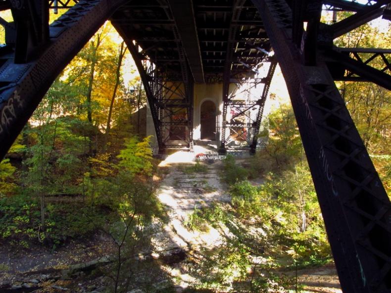 The St  Clair bridge over the Vale of Avoca