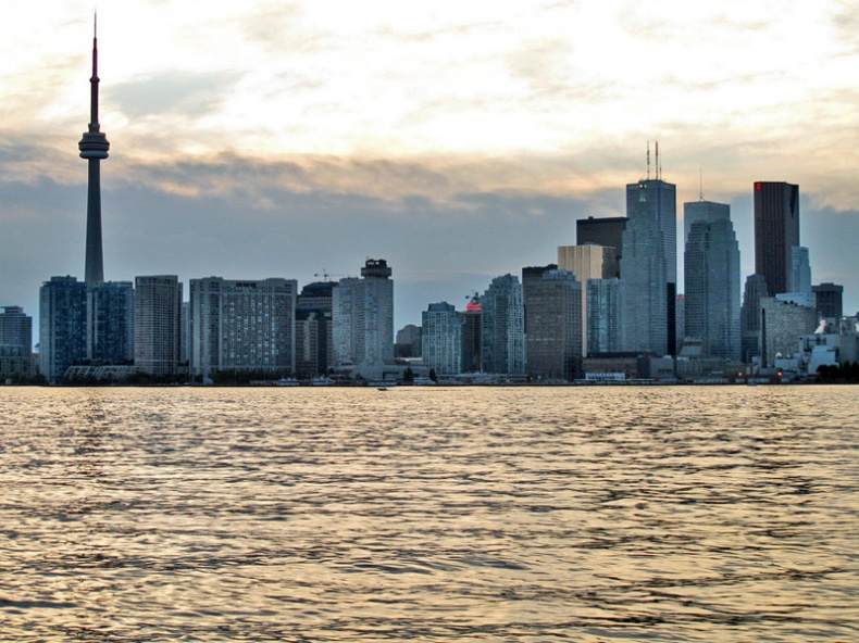 Evening Toronto Skyline by elPadawan
