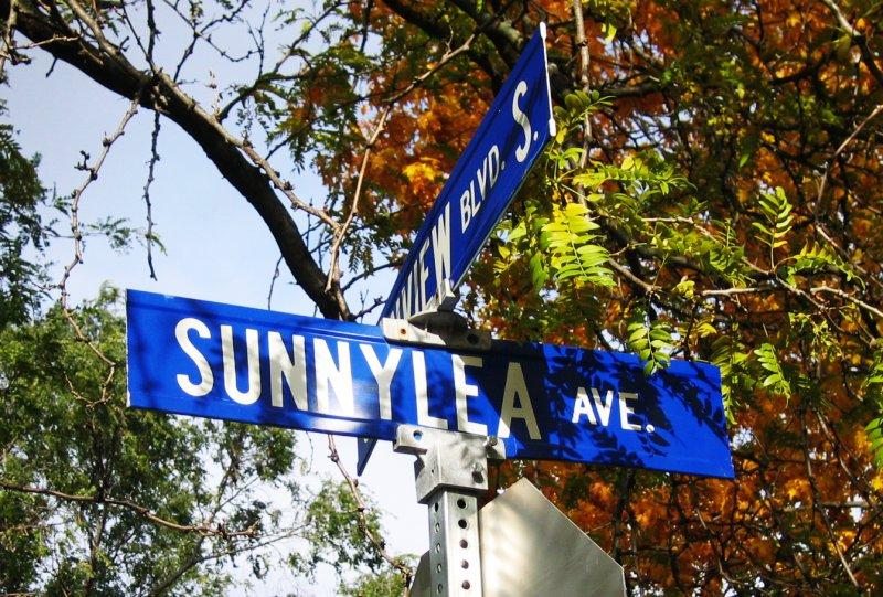 Sunnylea/Sunnylea Avenue - Grenview Boulevard