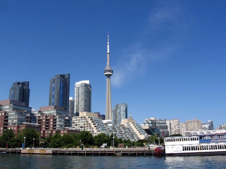 Toronto Skyline by Oliver Mallich