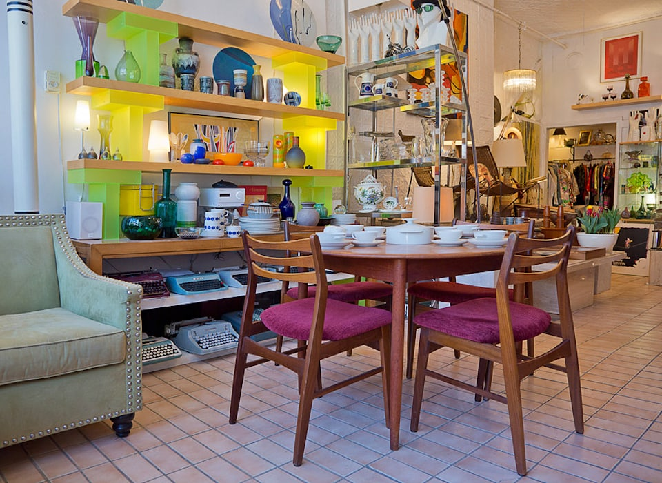 The best second hand furniture stores in toronto for Best dining rooms near me