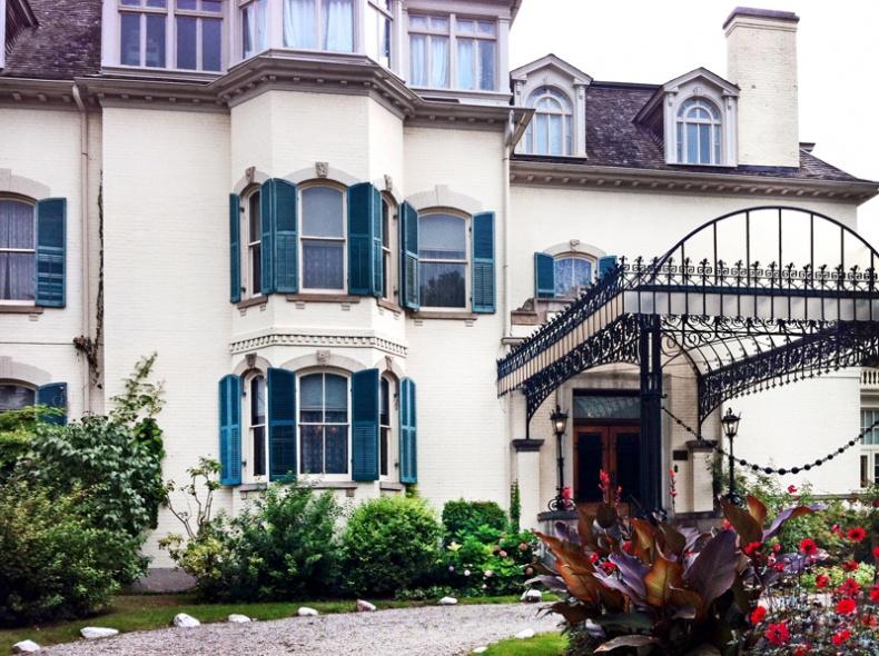 Spadina House front