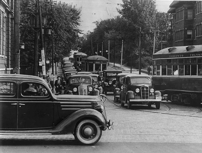 Avenue Street old cars Toronto archives