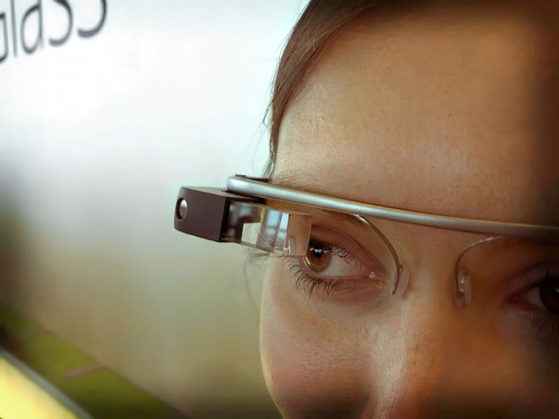 Google Glass detail by Wikimedia Commons