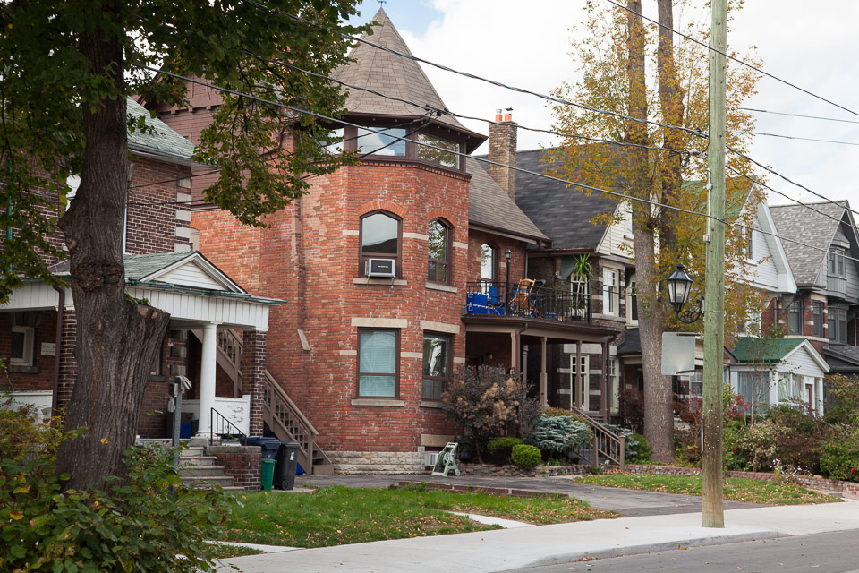 Roncesvalles Homes
