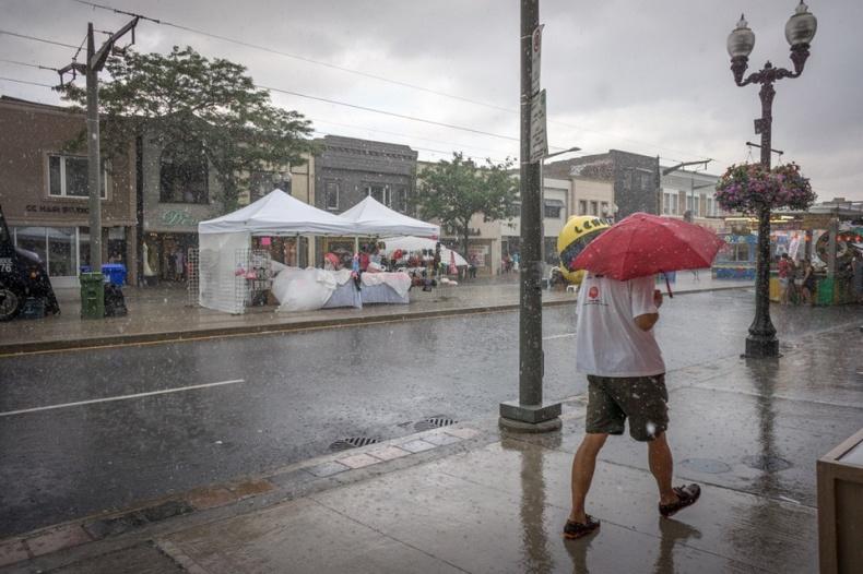 Corso Italia Festival in Rain Shower