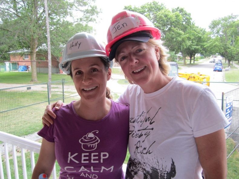 holly and jen volunteering