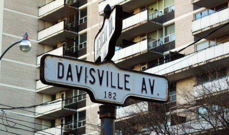Davisville Village Street Sign
