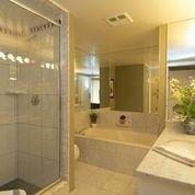 1 palace pier court bathroom 3
