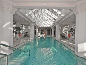 1 palace pier court pool