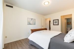 100 quebec avenue #1101 14 bedroom