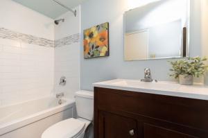 100 quebec avenue #1101 15 bathroom