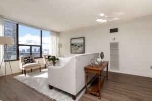 100 quebec avenue #1101 4 living room