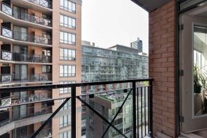 140 simcoe street balcony 2