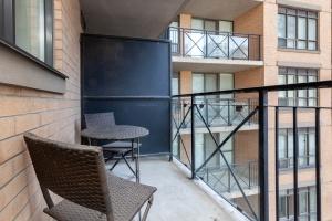 140 simcoe street balcony