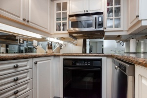 140 simcoe street kitchen
