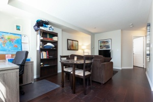 140 simcoe street living: dining