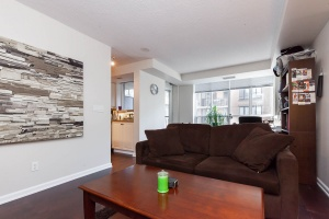140 simcoe street living room 3