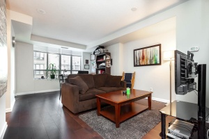 140 simcoe street living room