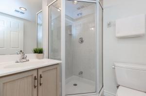 18 concorde place bathroom 2