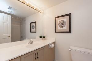18 concorde place bathroom