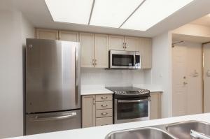 18 concorde place kitchen 2