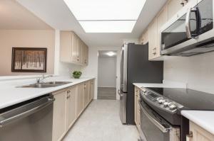 18 concorde place kitchen