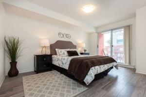 18 concorde place master bedroom