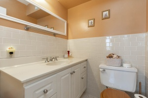 1900 sheppard avenue east bathroom 02