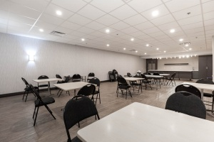 1900 sheppard avenue east social room 01