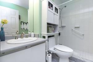 20southport12120bathroom