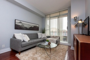 245 davisville lp04 living room 2