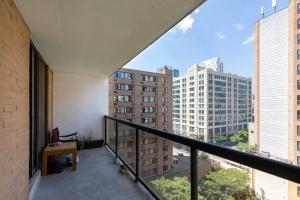 250 jarvis street #905 balcony