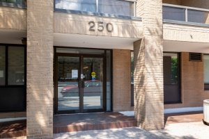 250 jarvis street #905 entrance