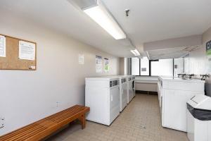 250 jarvis street #905 laundry room