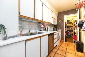250 jarvis street #905 pantry