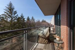 319 merton st 414 balcony