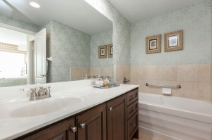 319 merton st 414 bathroom