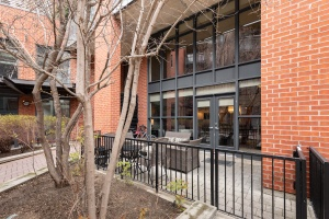 369 sorauren avenue #114 patio 02