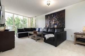 50 eglinton avenue west living room 4