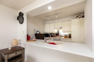 50 eglinton avenue west kitchen 1