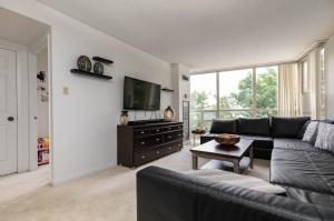 50 eglinton avenue west living room 3