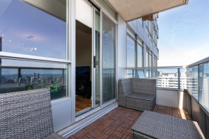 500 sherbourne st 2704_balcony (1)