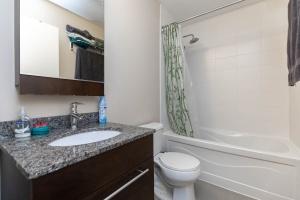 500 sherbourne st 2704_bathroom