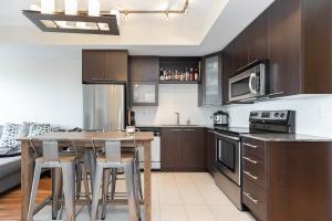 500 sherbourne st 2704_kitchen (1)