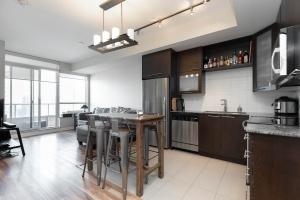 500 sherbourne st 2704_kitchen (2)