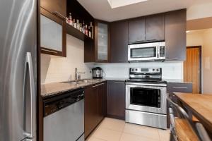 500 sherbourne st 2704_kitchen (4)