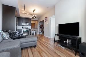 500 sherbourne st 2704_livingroom