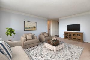 wynfordheightscres_living room