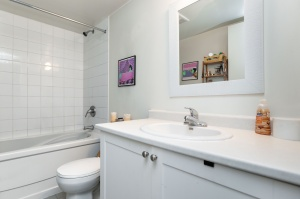 812 lansdowne avenue 511 17 bathroom